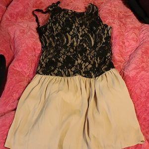 SALE - 💜3/$15 - Lacey dress